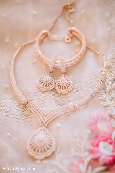 Stunning Indian bridal reception jewelry.