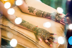 Dreamy Indian bridal mehndi art.