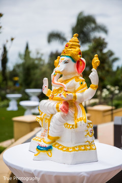 Marvelous Indian Ganesha puja God statue decor.