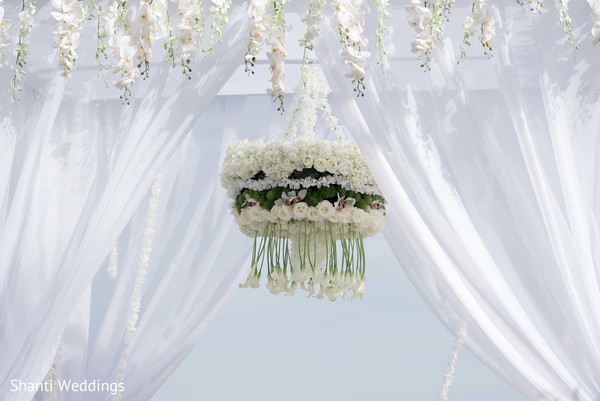 Floral arrangement hanging