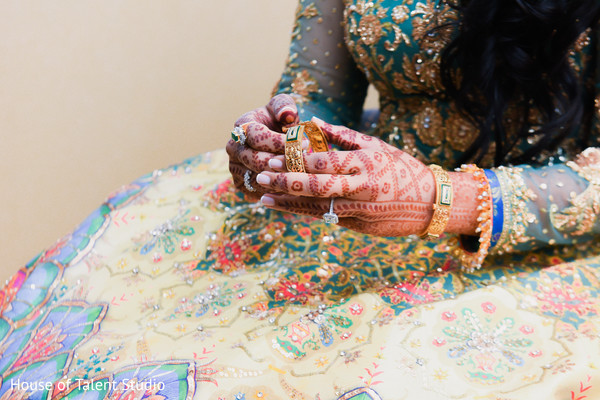Indian bride wearing the mehndi design