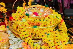 See this beautiful floral ornament
