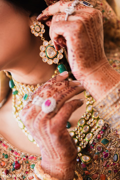 Details of the Indian bride's jewelry