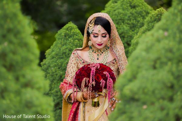 Dazzling Indian bride looking amazing