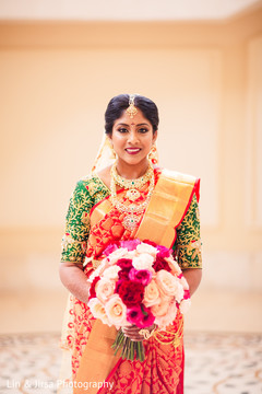 See this gorgeous Maharani holding the bouquet