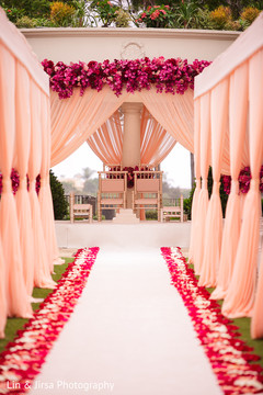 See this amazing mandap decor