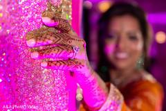 Dazzling Maharani showing her mehndi