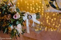 Bouquet details of the dazzling bride