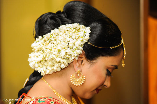 See this Indian bridal hair flowers decor.