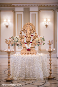 Decorated statue at the wedding venue
