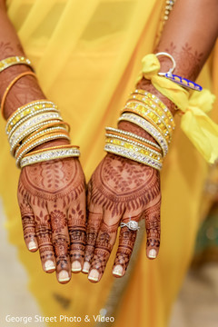 Lovely bridal mehndi art