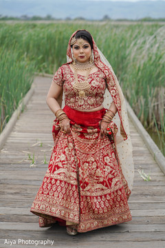 Take a look at this marvelous maharani's traditional ceremony outfit.