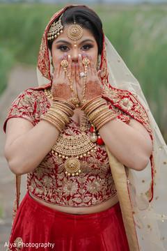 Remarkable maharani's ceremony jewelry capture.