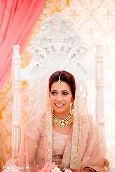 Indian bride looking enchanting