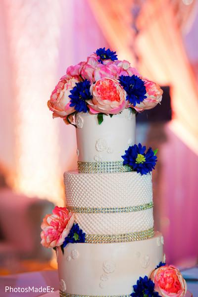 See this amazing wedding cake design