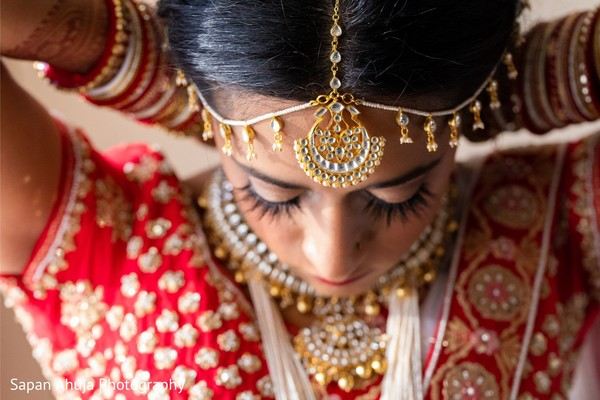 Indian bride getting her kundan necklace on.