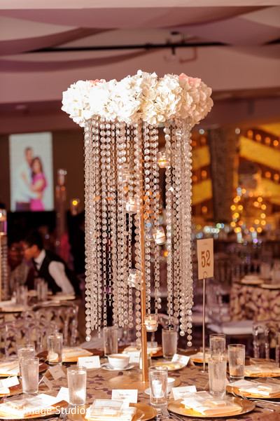 Stunning table centerpiece with white flowers and golden decor.