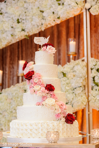 Incredible Indian wedding reception cake capture.