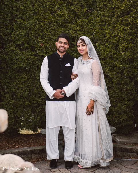 See this happy Indian couple on their ceremony outfits.