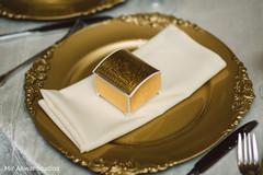 Magnificent Indian wedding golden favor capture.