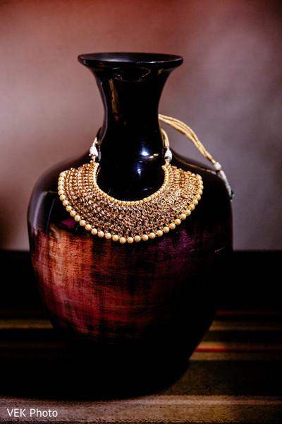 Marvelous Indian bridal kundan necklace.