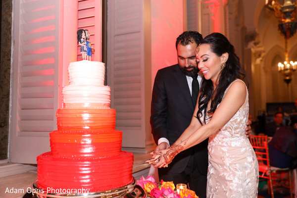 Lovely capture bride and groom cutting cake together.