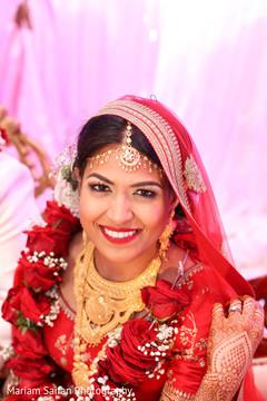 Dazzling Indian bride at ceremony capture.