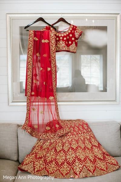 Marvelous Indian bridal lehenga outfit.