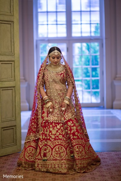 Bride posing with the lengha