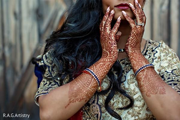 Stunning Maharani's mehndi art.