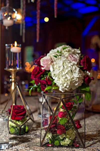 Marvelous Indian wedding table flowers decor.
