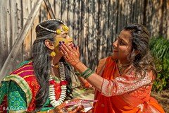 See this Indian bride with yellow paste on her face.