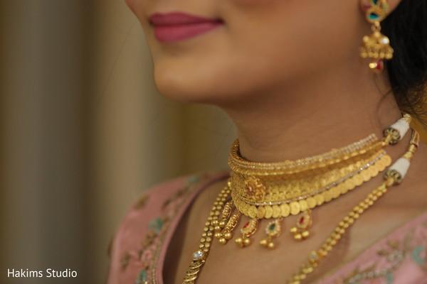 Closeup capture of maharani's mangalsutra kundan necklace.