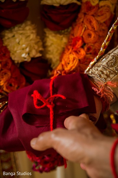 Details of the bridal outfit
