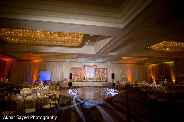 Impresive Indian wedding reception decor.