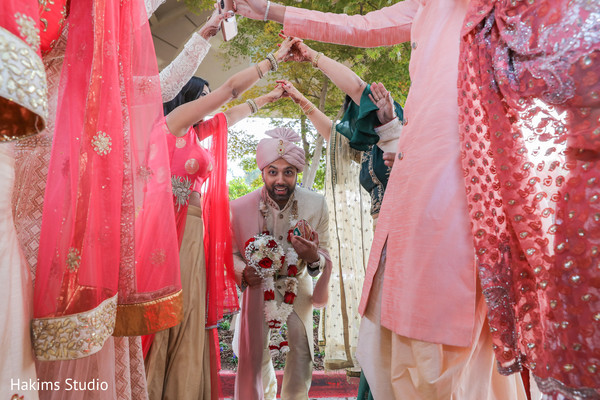 See this charming Indian groom capture.