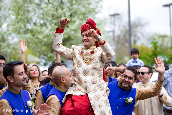 See this amazing baraat happening