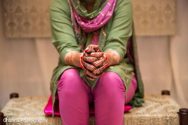 Maharani showing her mehndi design