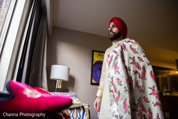 Indian groom wearing the pagri