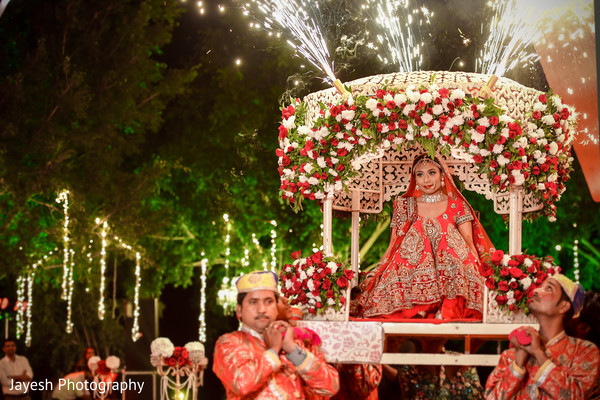 Incredible entrance of Indian bride to ceremony.