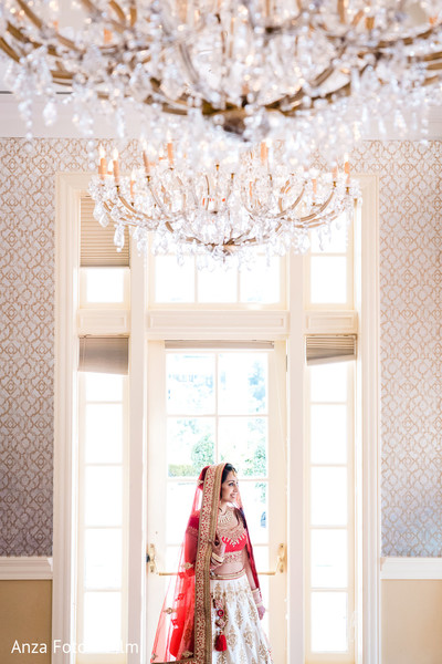 See this lovely Indian bride on her ceremony outfit.