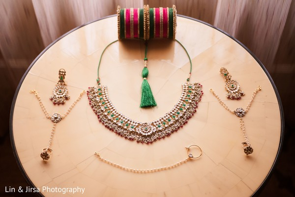 Charming Indian bridal jewelry set.