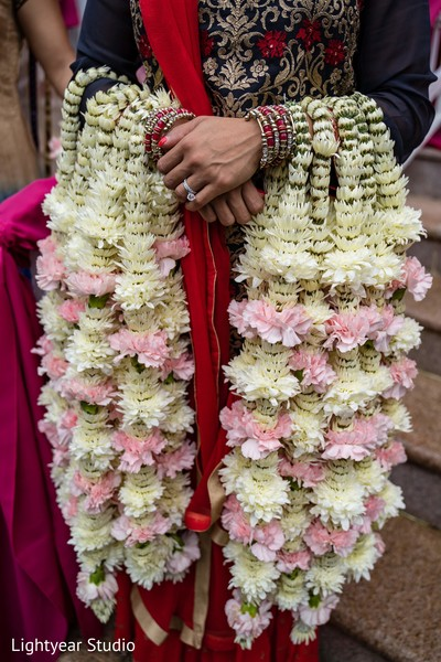 Details of the gorgeous garlands