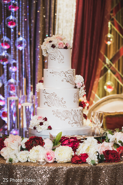 Magnificent floral wedding cake.