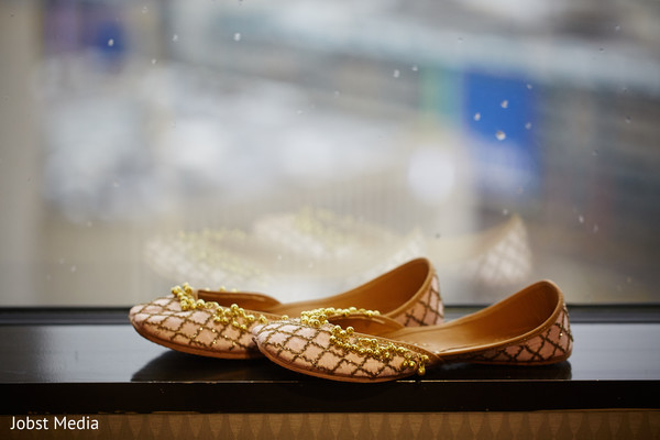 Incredibly elegant Indian wedding shoes.