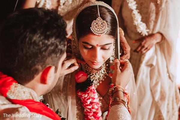 Indian couple during the Mangamalai ritual.