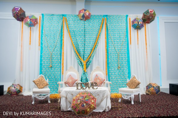Colorful decor for the lovebirds