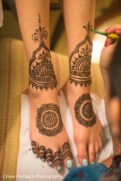 Marvelous Indian bridal henna art.