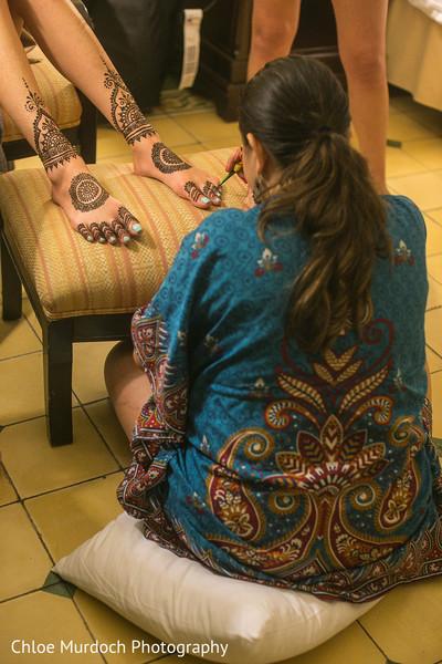 See this mehndi artist doing maharani's henna art.