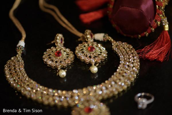 Incredible Indian wedding ceremony kundan set.